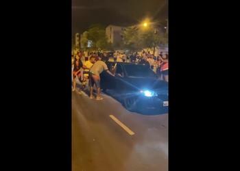 Comunidade presta socorro a jovem baleado no Augusto Franco