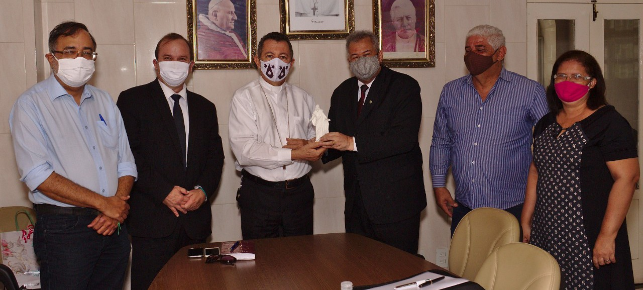 Arquidiocese de Aracaju e Family Search firmam acordo para digitalização de acervos católicos