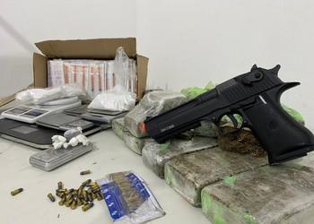 Operação do Denarc apreende drogas e material de campanha
