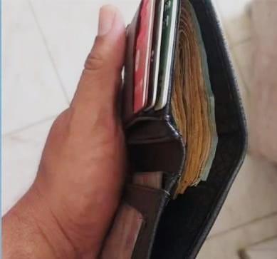 Homem encontra carteira com R$1200 e devolve ao dono